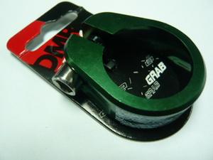 Хомут седла ф31.8 с болтом DMR Grab green