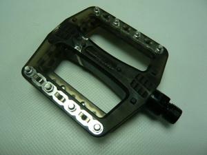 Wellgo педаль B-108 пласт.метал. шипы, ось cr-mo, прозр-чёрн. (аналог Odyssey)  406гр.