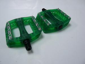 Wellgo педаль B-108 пласт.метал. шипы, ось cr-mo, прозр-зелён. (аналог Odyssey)  406гр.